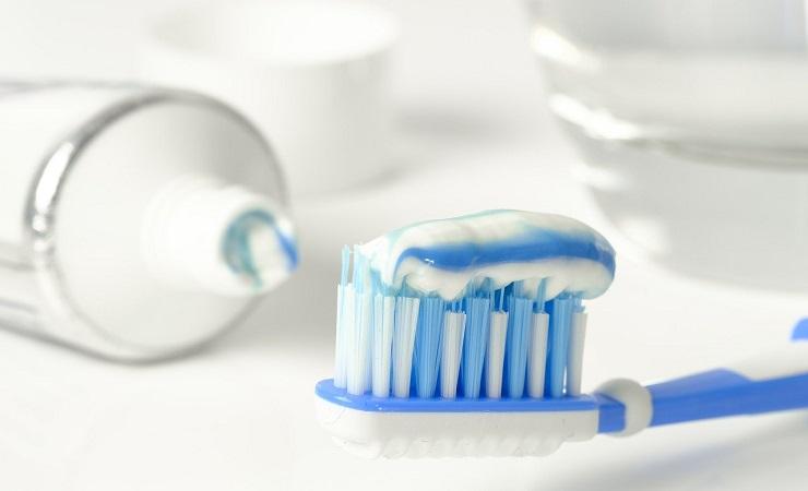 Pasta y cepillo de dientes